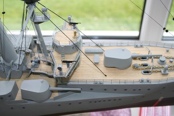 Foreword deck and upper deck guns